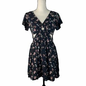 AMERICAN EAGLE OUTFITTERS Women Cut Out Dress M